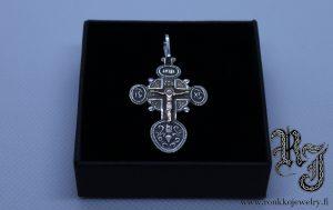 Ortodoksiristi kullatulla Jeesuksella