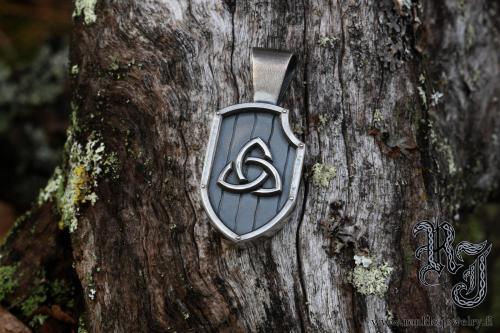 Celtic triknot pendant