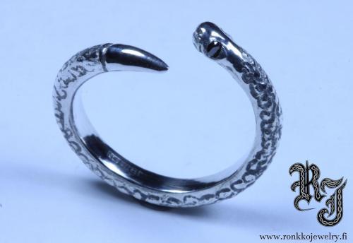 Snake ring, 2mm black diamonds