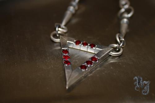 Triangle pendant, 4mm garnets